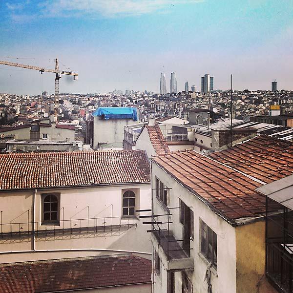 petit déjeuner sur les toits d'istanbul, 30°c