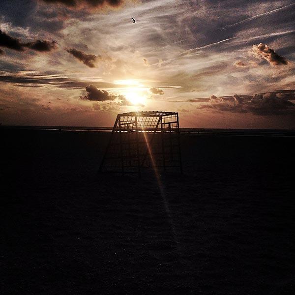 coucher de soleil sur la plage d'ouddorp