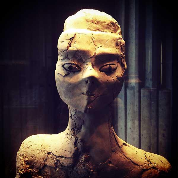 statue néolithique pré-céramique du 7e millénaire