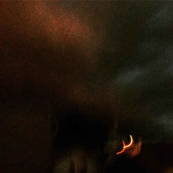 vue de la fenêtre, nuit tombe