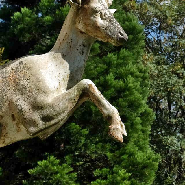 statue antique dans le jardin du château de Pange