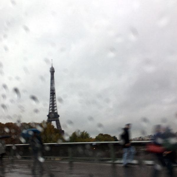 la tour Eiffel sous la pluie...