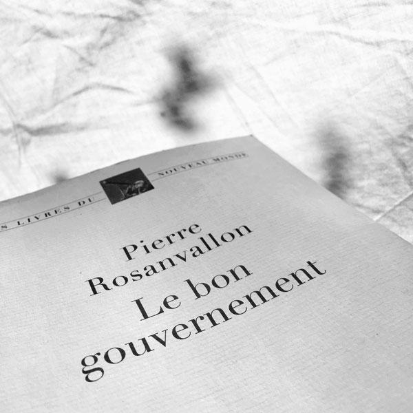 un blanc gouvernement protégé par le drap blanc